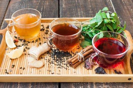 Tè, tisane ed infusi: scopriamo quali sono le differenze tra queste bevande calde